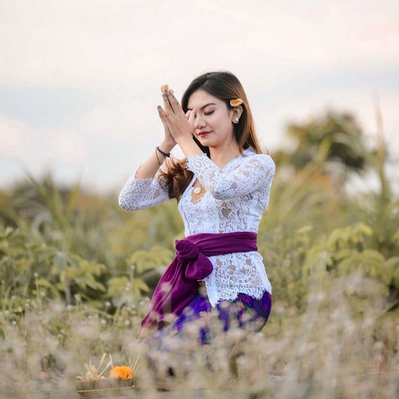 Lord Siwa's Flower in Bali - Praying with Jepun (annalestari_ 2)